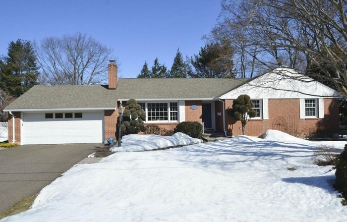 35 Hang Dog Ln, Wethersfield, CT 06109