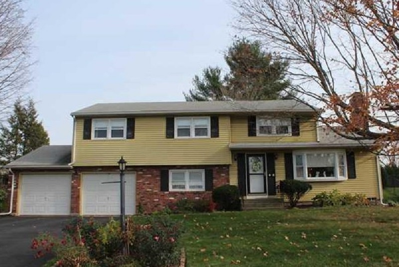 12 Meadow View Dr, Wethersfield, CT 06109